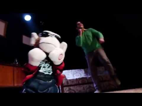 Προεσκόπηση βίντεο της παράστασης ΟΛΑ ΤΑ ΜΑΝΙΤΑΡΙΑ ΤΡΩΓΟΝΤΑΙ.