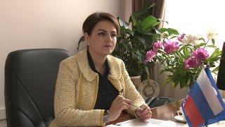 Один день с Анной Кувычко: почему депутата задержала полиция и как микрофон пугает ее коллег