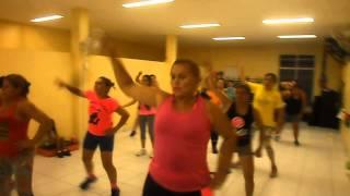 Aula de ginástica na academia Pró-Fitness