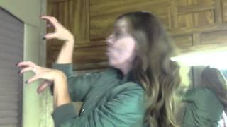 Andrea Parker - danse Thriller maquillée en Mme DiLaurentis de Pretty Little Liars