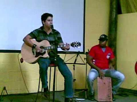 Lucas Bernardo em Indiaporã cantando Dona do meu destino ( Zé Henrique e Gabriel )