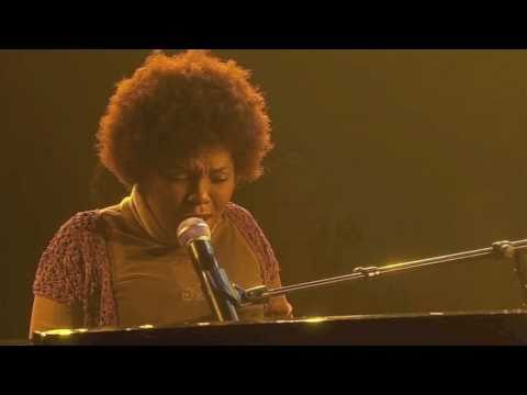 """Carleen performs """"Woman in Me"""" on France's """"One Shot Not"""""""
