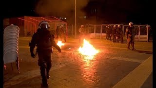 В Греции демонстранты применили против полиции «коктейли Молотова»