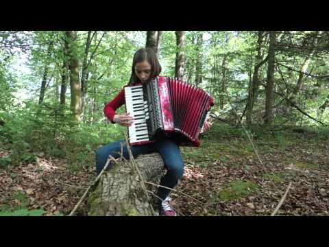 Czardas (Csárdás, Чардаш)-Vittorio Monti played in the forrest-piano accordion