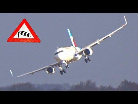 Вражаючі кадри приземлення літаків в умовах урагану