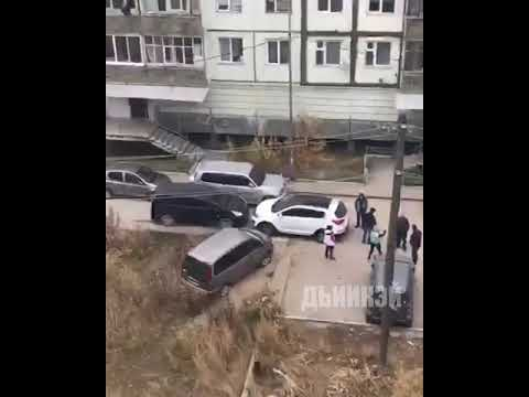Две автоледи не поделили дорогу и устроили скандал
