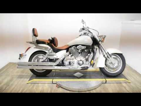 2002 Honda VTX 1800R in Wauconda, Illinois - Video 1