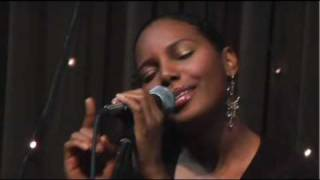 Angel Grant at Eddie's Attic_Still Searching.mov