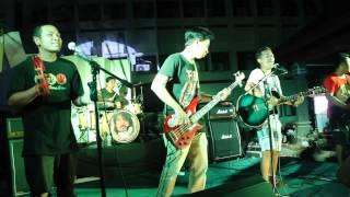 Rastafaracetamol live at kampus bawah UNDIKSHA MGS Bahasa Jepang