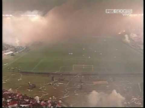 """""""Salida Estudiantes Final Libertadores 09"""" Barra: Los Leales • Club: Estudiantes de La Plata"""