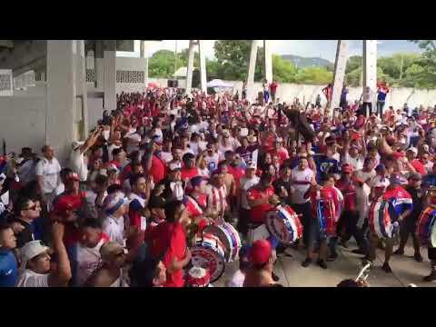 """""""No Pare La Banda Mas Loc de Todas, La Banda Que Sigue Al Albo Adonde Va. La Ultra Fiel S.P.S"""" Barra: La Ultra Fiel • Club: Club Deportivo Olimpia • País: Honduras"""