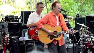 John Hiatt ~ Crossing Muddy Waters ~ Music in the Mn Zoo ~ 7-6-10