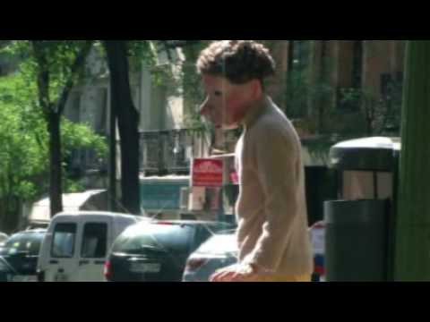 Las máscaras de Familie Flöz salen a la calle (Vídeo de Pedro Manuel Vázquez)