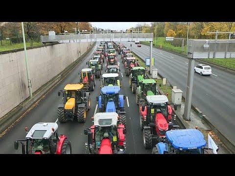 Τρακτέρ στους δρόμους του Παρισιού