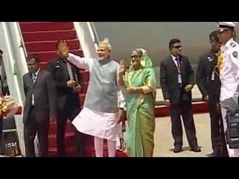 Prime Minister Narendra Modi reaches Bangladesh, PM Sheikh Hasina receives him