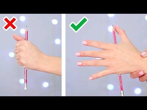Die Behandlung der Nägel der Nagel wachst in den Finger auf dem Bein ein