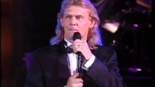 John Farnham - Carols By Candlelight. Mary's boy child, You'll Never Walk Alone
