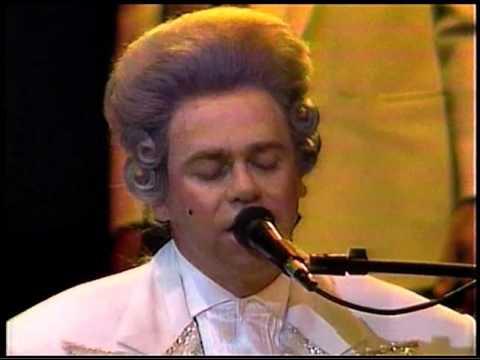 Elton John - Don't Let The Sun Go Down On Me (Sydney with Melbourne Symphony Orchestra 1986) HD