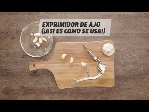 Cómo se usa el exprimidor de ajos