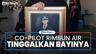 Co-Pilot Rimbun Air PK-OTW yang Tewas saat Terbang di Langit Papua Meninggalkan Bayi Usia 10 Bulan