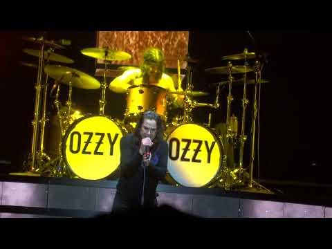 Ozzy Osbourne - Crazy Train @ Download Paris 15/06/2018