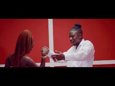 Kojo Antwi ft. Stonebwoy – AKYEKYEDIE NANTIE
