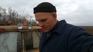 Трактор Кировец. Продолжаю дискование подсолнечника. Выбило гидрошланг.
