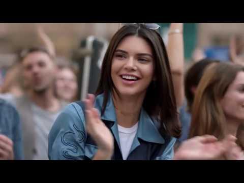 Рекламный ролик Pepsi с Кендалл Дженнер