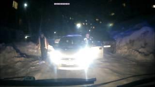 «Убирай машину, тебе сказали!»  видео инцидента с участием скорой помощи