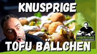 Tofubällchen mit Senfdipp und Gurkensalsa. Das vegane Update des traditionellen Eiergerichts