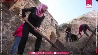 متطوعون يذودون عن قلعة الحصن وسط سوريا من خطر الحرائق