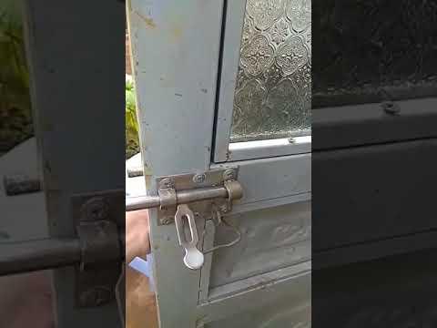 Coi xong clip, thì bạn hiểu vì sao tối chốt cửa phòng mà vẫn bị mở trộm tài sản rồi chứ