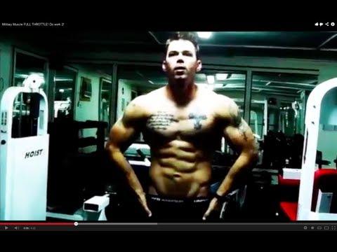 Le corps de la personne le travail du muscle