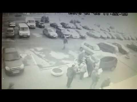 Первая самостоятельная поездка у девушки, заставила побегать людей на тротуаре