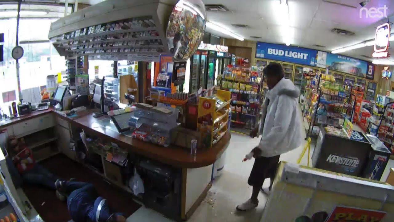 Ограбил магазин и поджег продавщицу