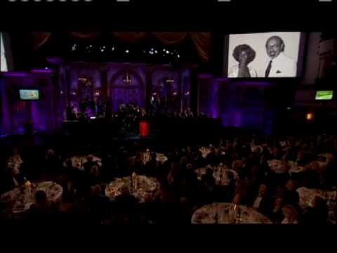 "Aretha Franklin Performs ""Don't Play That Song"" in 2007"