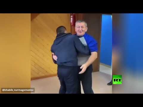 العرب اليوم - شاهد: بطل الفنون القتالية المختلطة الروسي ينشر فيديو لأجمل أوقاته