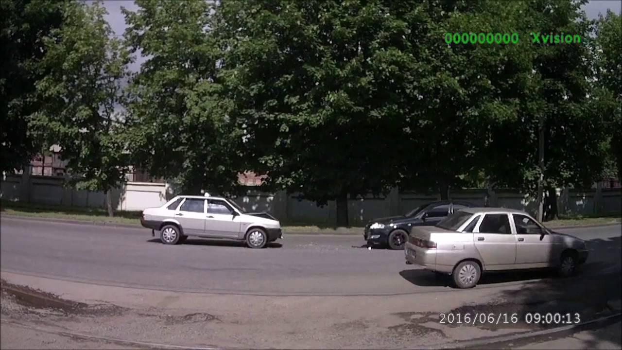 Таксист заснул за рулем и совершил лобовое столкновение