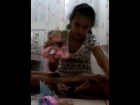 Mostrando as boneca