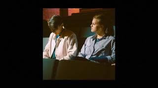 Kadr z teledysku Czy Tu Jest Nasz Dom? tekst piosenki blurred pink