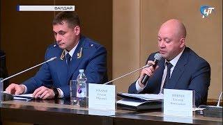 Участники открытого форума прокуратуры обсуждают безопасность на трассах М-10 и М-11