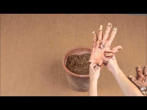 Zombie DIY N°1: Griezelige hand decoratie voor Halloween