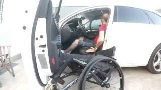 Transferencia al coche y silla de ruedas por Tetrapléjico