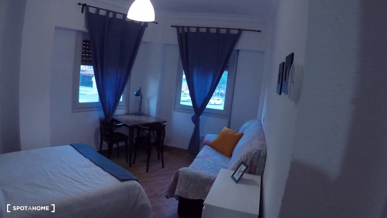 Double bed in Furnished rooms for rent in 4-bedroom apartment in Camins al Grau