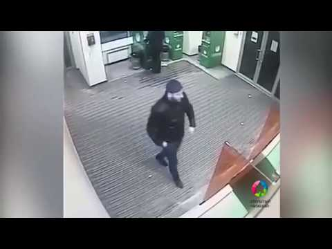 Дерзкое ограбление - мужчину обчистили прямо в отделении Сбербанка