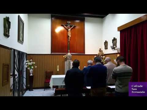 Los cofrades de Misericordia rezan vísperas en el convento de clausura