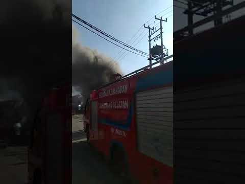 kebakaran di depan Bank bri pasar serpong