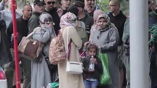 Бросить монетку, чтобы посмеяться: как европейцы относятся к беженцам