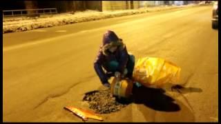 Смотреть онлайн Омская фея ремонтирует автодороги