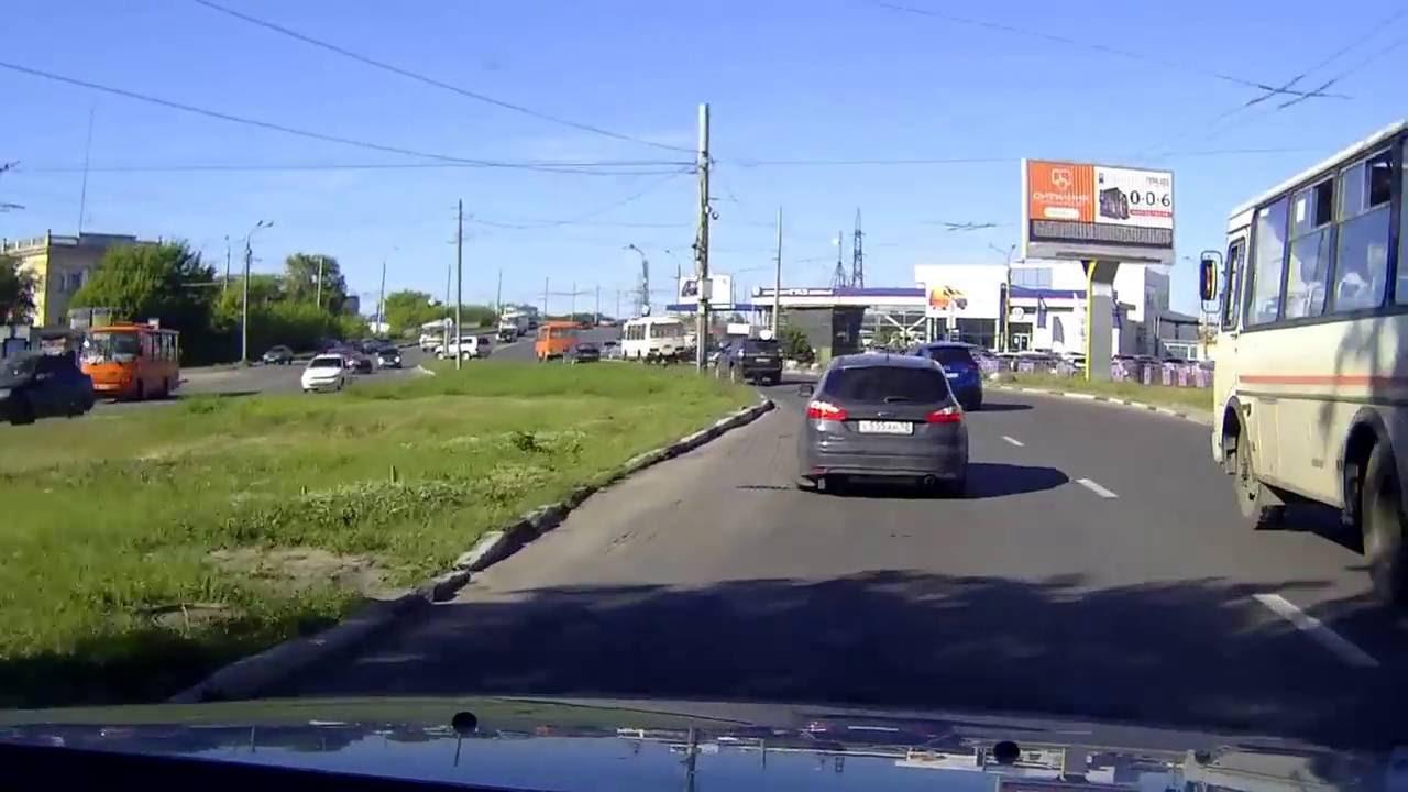 """В Нижнем Новгороде водитель автомобиля """"Peugeot"""" не вписался в поворот"""